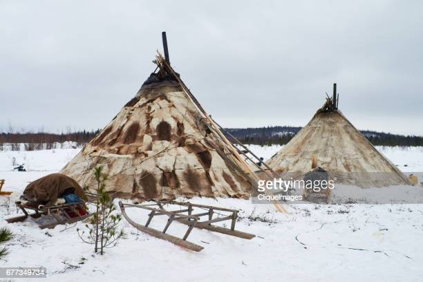 dwellings of reindeer herders - cliqueimages stockfoto's en -beelden