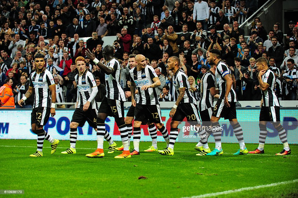 Dwight Gale of Newcastle United (09) celebrates with teammates after scoring the opening goal during the Sky Bet Championship match between Newcastle United and Norwich City at St.James' Park on September 28, 2016 in Newcastle upon Tyne, England.