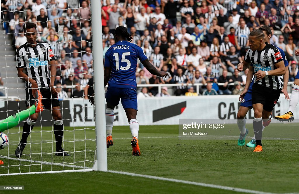 Dwight Gayle of Newcastle United scores the opening goal during the Premier League match between Newcastle United and Chelsea at St. James Park on May 13, 2018 in Newcastle upon Tyne, England.