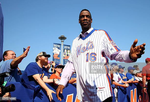 Dwight Gooden of the 1986 New York Mets greets fans on the red carpet before the game between the New York Mets and the Los Angeles Dodgers at Citi...