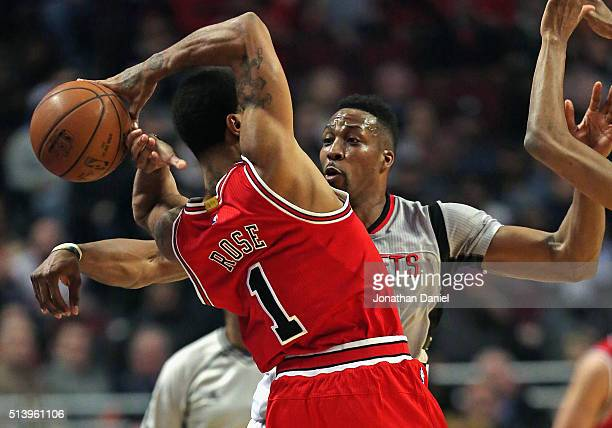 Dwight Howard of the Houston Rockets knocks the ball away from Derrick Rose of the Chicago Bulls at the United Center on March 5 2016 in Chicago...
