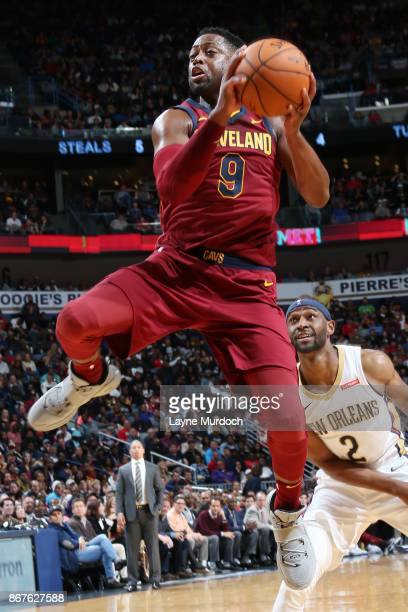 Dwyane Wade of the Cleveland Cavaliers drives to the basket against the New Orleans Pelicans on October 28 2017 at the Smoothie King Center in New...