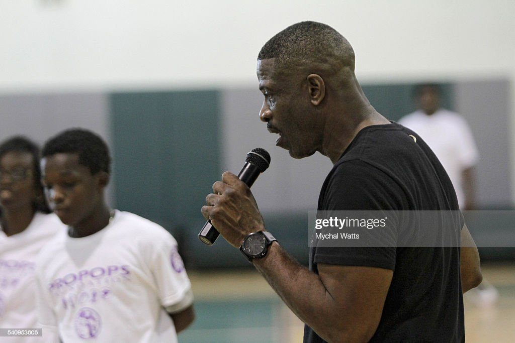 Dwyane Wade Sr. Hosts 500 kids at Camp RED for Fifth Annual ProPops Father's Day Weekend : News Photo