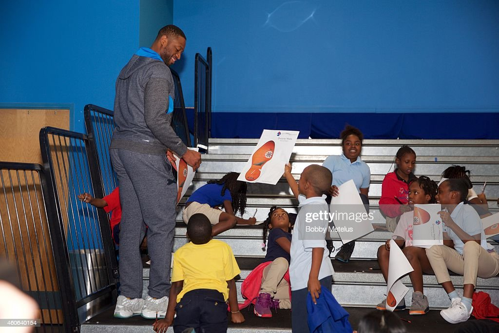 Dwyane Wade visits local miami children with Wade's World