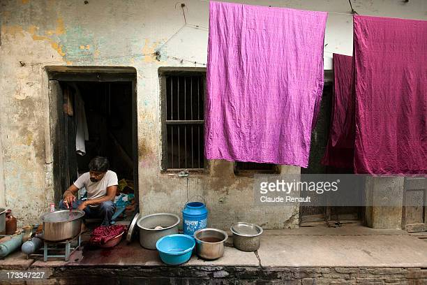 CONTENT] Dyeing cloth in front of his home in a street of Varanasi