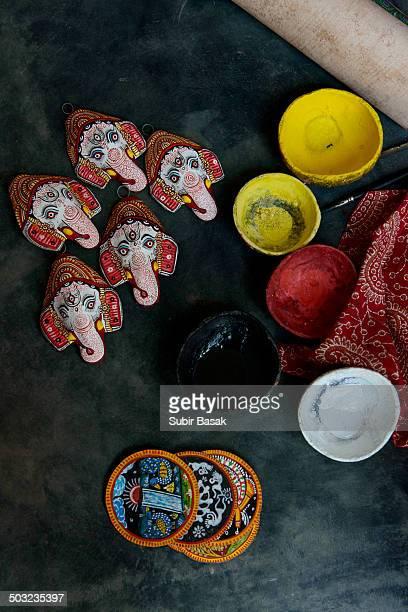 dyes pot, ganesha mask and patachitra - odisha - fotografias e filmes do acervo