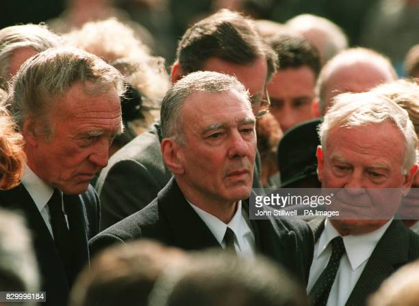 AND REGGIE KRAY ATTEND THE FUNERAL OF THEIR BROTHER RONNIE KRAY WHO DIED OF A HEART ATTACK IN CHINGFORD ESSEX KENT RONNIE AND REGGIE KRAY 'THE KRAY...