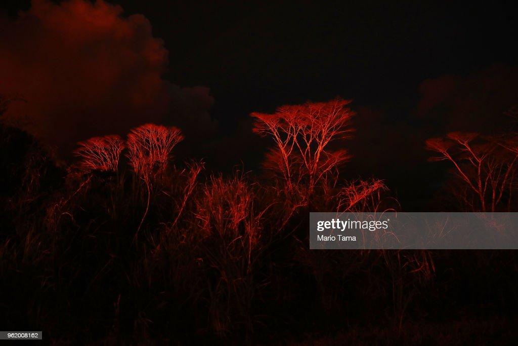 Hawaii's Kilauea Volcano Erupts Forcing Evacuations : News Photo