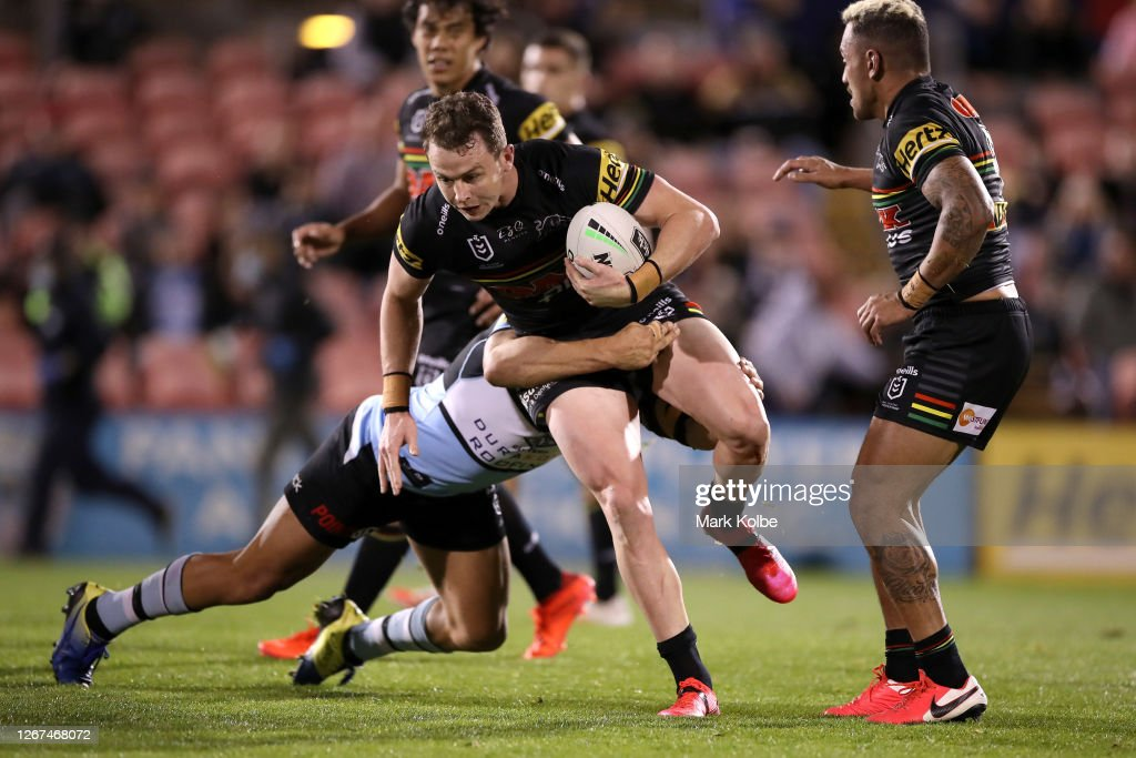 NRL Rd 15 - Panthers v Sharks : News Photo