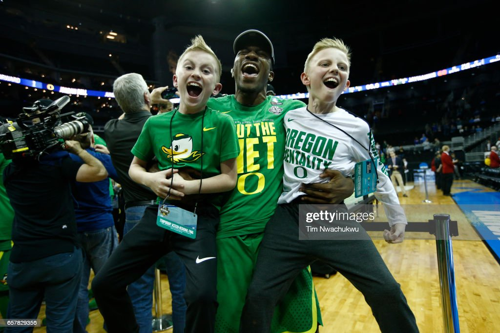 NCAA Basketball Tournament - Midwest Regional - Kansas City : News Photo