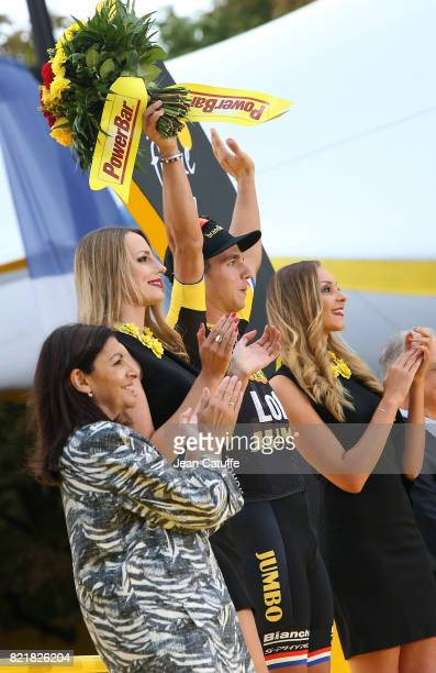 Dylan Groenewegen of The Netherlands and LottoNLJumbo celebrates winning stage 21 of the Tour de France 2017 a 103km race between Montgeron and the...