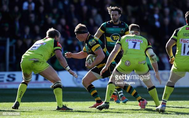 Dylan Hartly of Northampton charges upfield during the Aviva Premiership match between Northampton Saints and Leicester Tigers at Franklin's Gardens...