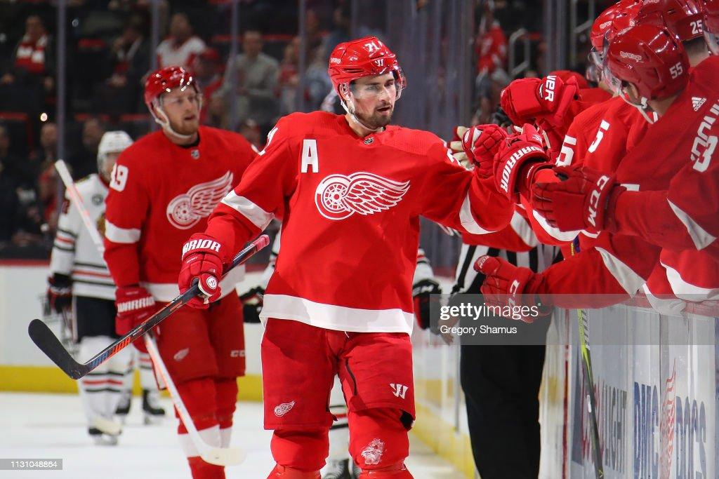Chicago Blackhawks v Detroit Red Wings : News Photo