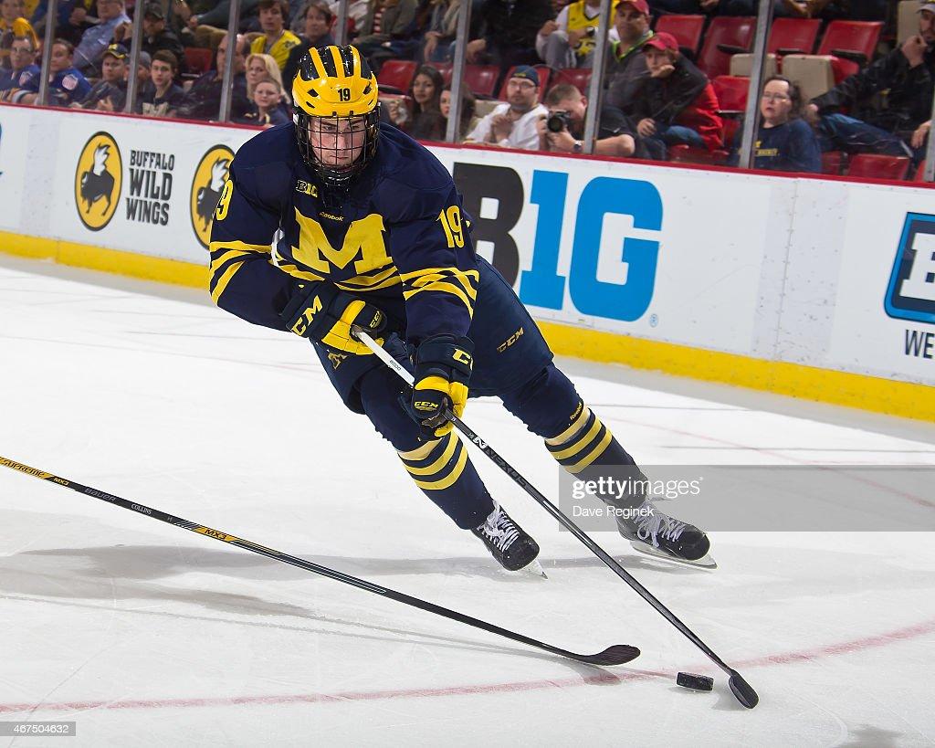 University of Michigan v Minnesota : News Photo