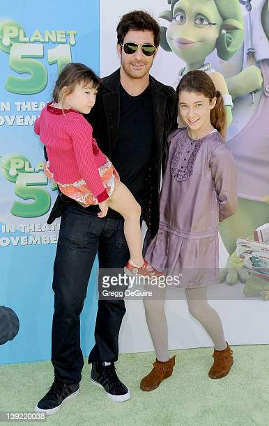 Dylan McDermott and children Colette Rose and Charlotte Rose arrive at Planet 51 Premiere at the Mann Village Theater on November 14 2009 in Westwood...