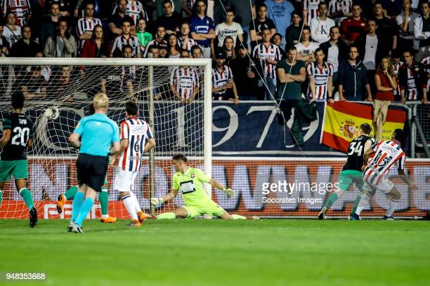 Dylan Vente of Feyenoord scores the second goal to make it 02 Giliano Wijnaldum of Willem II Timon Wellenreuther of Willem II during the Dutch...