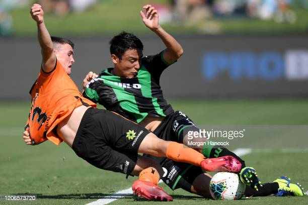 Dylan WenzelHalls of the Roar and Connor Chapman of Western United compete for the ball during the round 19 ALeague match between Western United and...
