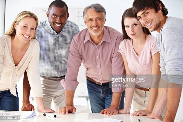 dynamic business team - vijf personen stockfoto's en -beelden