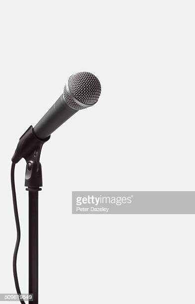 dynamic microphone on stand - micro photos et images de collection