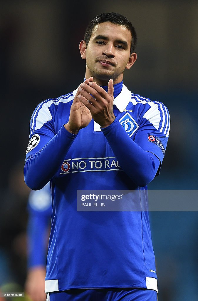 Dynamo Kiev's Paraguayan forward Derlis Gonzalez applauds the fans following a UEFA Champions League last 16, second leg football match between Manchester City and Dynamo Kiev at the Etihad Stadium in Manchester, north west England, on March 15, 2016. The match ended in a draw. / AFP / PAUL