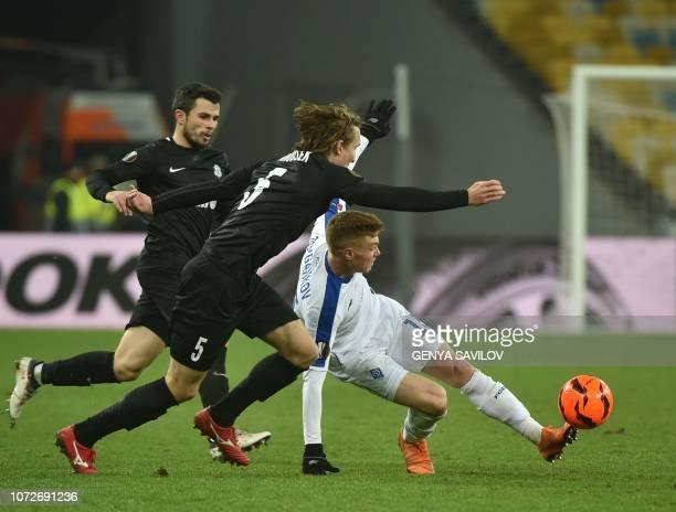 Dynamo Kiev's Ukrainian midfielder Viktor Tsyhankov and Jablonec's Montenegrin forward Vladimir Jovovic and Jablonec's Czech defender Matej Hanousek...