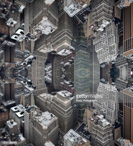 dystopian future, capsized reflected image of skyscrapers in midtown manhattan in new york city, usa - wonder película de 2017 fotografías e imágenes de stock