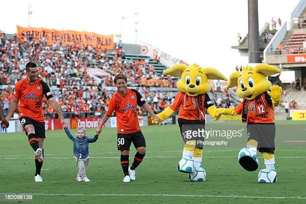 Dzenan Radoncic his son Genki Omae and mascot Koparuchan of Shimizu SPulse celebrates the win after the JLeague match between Shimizu SPulse and...