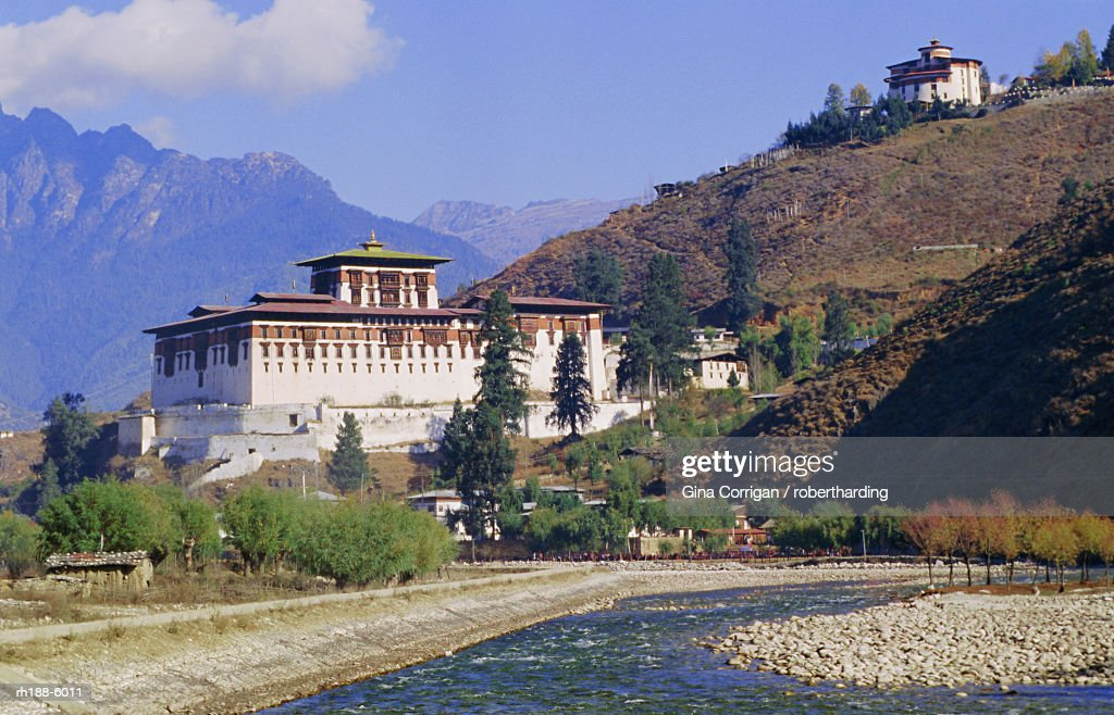Dzong (monastery), Paro, Bhutan, Himalayas, Asia : Foto de stock