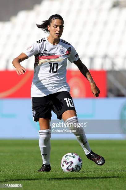 Dzsenifer Marozsan of Germany runs with the ball during the UEFA Women's EURO 2022 Qualifier match between Germany and Ireland at Stadion Essen on...