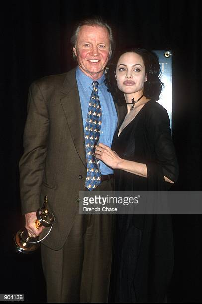 E365835_fp01 3/10/00 Las Vegas Nevada Angelina Jolie with her father John Voigh at the ShoWest Awds 2000 in wich she took the award for 'Supporting...