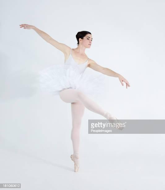 各ステップの愛を表現していたダンス - アラベスクポジション ストックフォトと画像