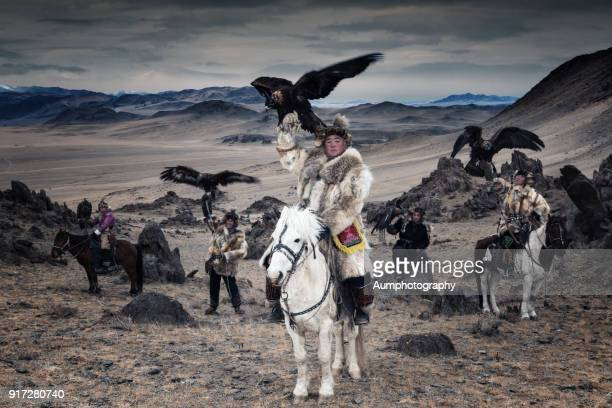 eagle hunters with the altai moutains background, mongolia - kazakhstan stock pictures, royalty-free photos & images