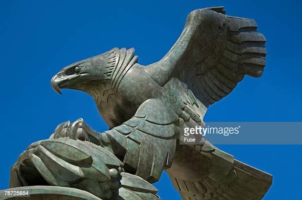eagle sculpture at east coast memorial by albino manca - ニューヨーク郡 ストックフォトと画像