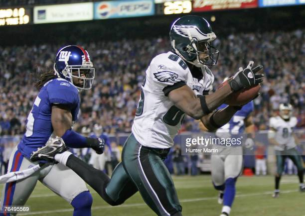 Eagles wide receiver Reggie Brown catches the game winning fourth quarter touchdown pass during the game between the Philadelphia Eagles and the New...