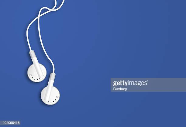 earbuds - mp3 player stock pictures, royalty-free photos & images