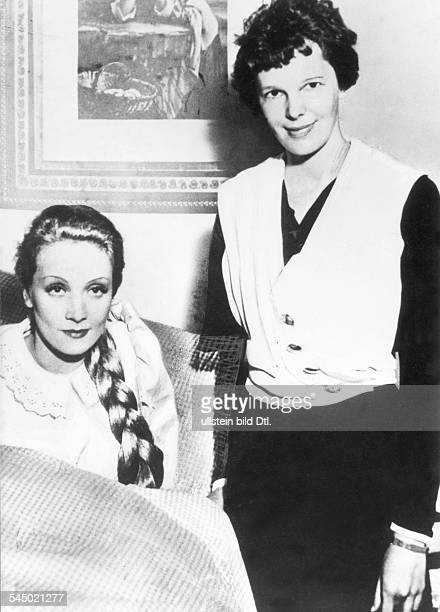 Earhart Amelia Aviator USA*24071897 with the actress Marlene Dietrich 1933 Published by 'BZ' Vintage property of ullstein bild