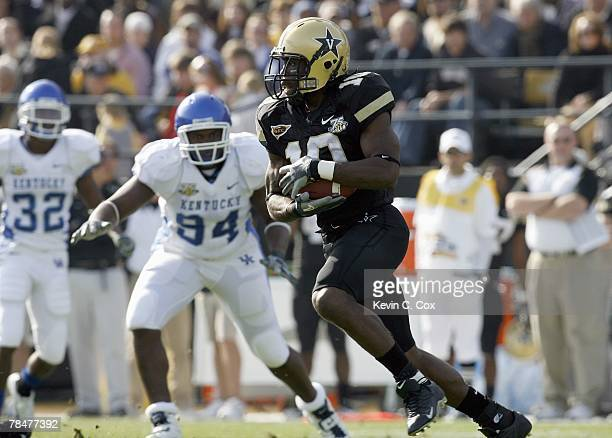 Earl Bennett of the Vanderbilt Commodores carries the ball against the Kentucky Wildcats at Vanderbilt Stadium November 10 2007 in Nashville...