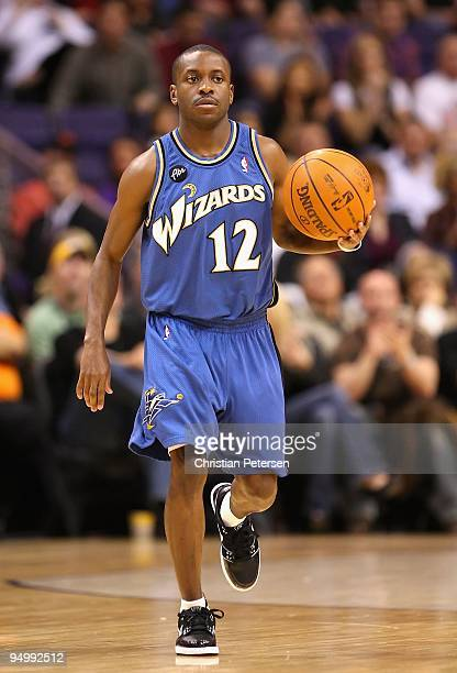 Earl Boykins of the Washington Wizards hanldles the ball during the NBA game against the Phoenix Suns at US Airways Center on December 19 2009 in...