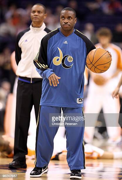 Earl Boykins of the Washington Wizards warms up before the NBA game against the Phoenix Suns at US Airways Center on December 19 2009 in Phoenix...