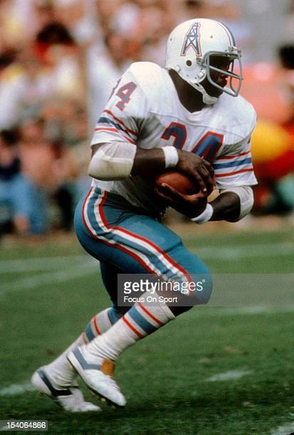 Earl Campbell of the Houston Oilers carries the ball during an NFL football game circa 1979 Campbell played for the Oilers from 197884