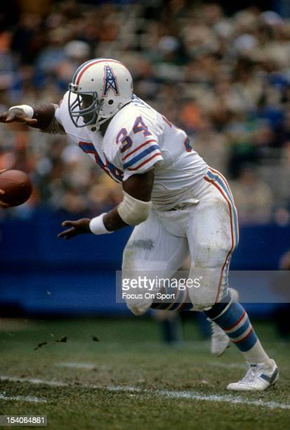 Earl Campbell of the Houston Oilers takes the handoff during an NFL football game circa 1982 Campbell played for the Oilers from 197884