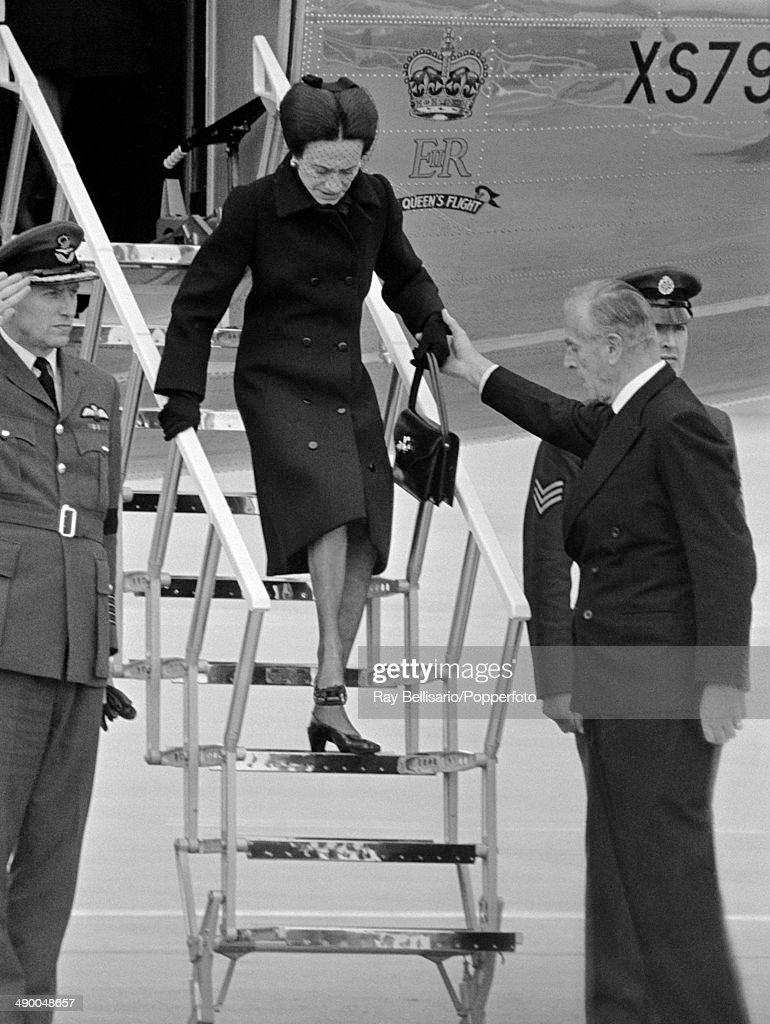 The Duchess Of Windsor Arrives With Her Husband's Coffin : Nachrichtenfoto