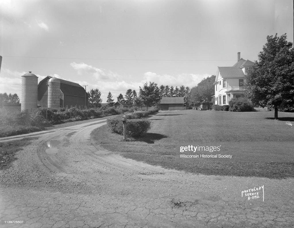 Earl Sloan Farm : News Photo