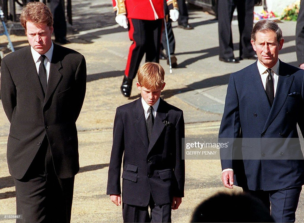 (L to R) Earl Spencer, Diana's brother, Prince Har : News Photo