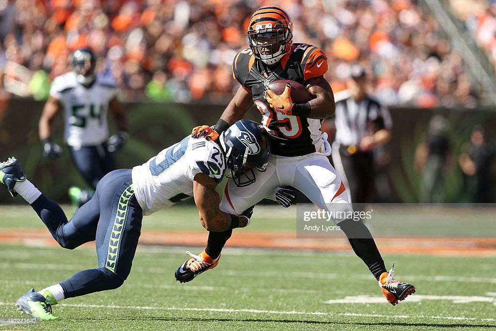 Earl Thomas #29 of the Seattle Seahawks attempts to tackle Giovani Bernard #25 of the Cincinnati Bengals during the second quarter at Paul Brown Stadium on October 11, 2015 in Cincinnati, Ohio.