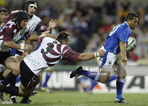 Earl Va'a of Samoa makes a break during the Rugby World Cup Pool C match between Georgia and Samoa at Subiaco Oval October 19, 2003 in Perth,...