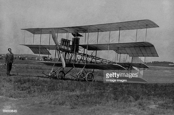early airplane - history stock-fotos und bilder