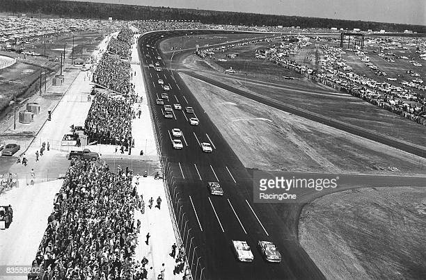Early laps at the 1959 Daytona 500