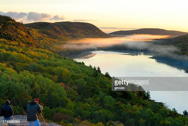 early morning at lake of the clouds - upper peninsula stock pictures, royalty-free photos & images