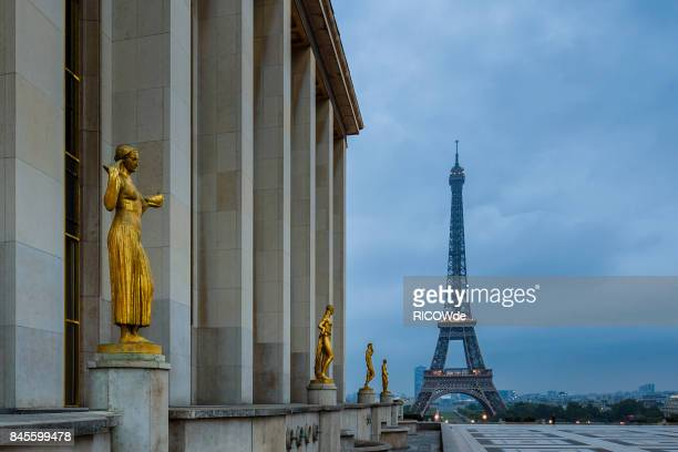 early morning at the tower - place charles de gaulle paris stock photos and pictures